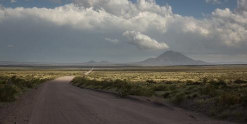 Siempre se veía lo mismo al llegar a un alto, más y más kilómetros de infinito camino hacia un próximo horizonte.