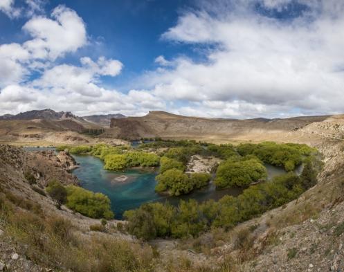 Meandros del río Limay, a 30 km de Bariloche.