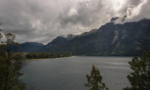 Vistas del Lago Gutierrez desde la Ruta 40 saliendo de Bariloche.