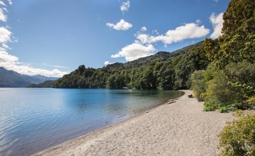 Playas del lago Rivadavia en el Parque Nacional de los Alerces.