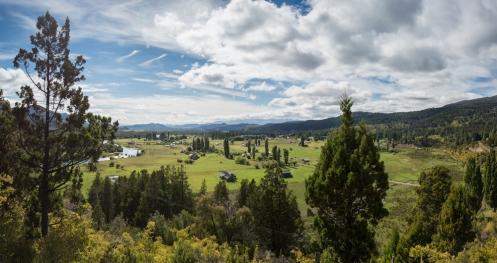 Verdes valles camino al parque nacional de los Alerces