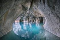 Cuevas de mármol en las aguas del lago General Carrera.