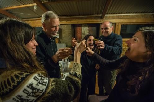 4 españoles, una francesa y un canadiense. Todos viajamos solos. Todos celebramos el cumpleaños de Lino.