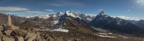 Vistas desde la cumbre de la loma del pliegue tumbado. Cerro Solo, Cerro Torre, Fitz Roy y el lago Torre abajao.