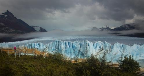 El glaciar Perito Moreno no estaba tan abarrotado como de costumbre debido al dia de lluvia. Nadie sabia de las luces que estabamos disfrutando
