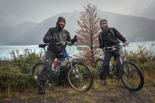Finalmente vemos el glaciar Perito Moreno frente a nosotros, y frente a nuestras bicicletas!