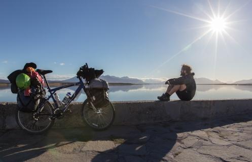 Ya en Puerto Natales me siento a disfrutar del sol...y del olor a mar.