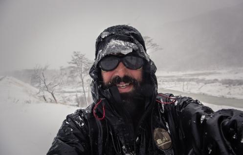 La nieve y el viento hacen mis últimos kilómetros hacia el sur del mundo algo más dificil de lo que creía, pero estoy completamente feliz.