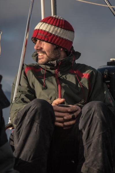 Chasper esta siempre feliz, con el mate en la mano, la cara al sol, navegando en su barco...que más se necesita!