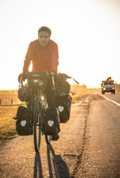 Los días son muy cortos a estas alturas del año, y enseguida nos alcanza el atardecer en la carretera antes de cansarnos.