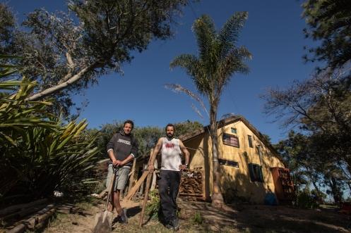 Carlos y yo frente a nuestra obra en casa de Luciana.