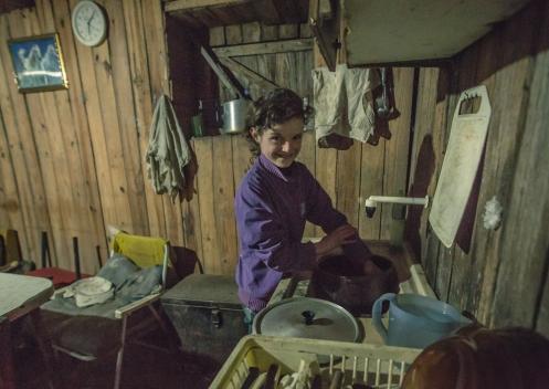Sariane es la nieta de Weymar, tiene 10 años y ya se encarga de muchas de las tareas en la cocina. Tiene una sonrisa preciosa.