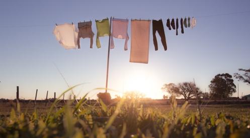La esencia de lo rural se respira en cosas tan simples como la ropa tendida a secar al viento.
