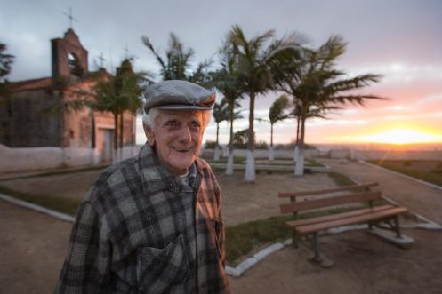 No puedo recordar su nombre, pero este hombre, un morador de Taim, nos llevó hasta la iglesia dek pueblo para poder pasar la noche. Hacía mucho viento.