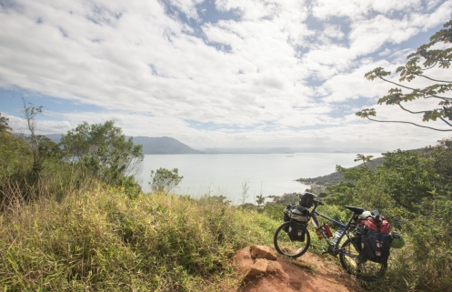 Desde lo alto del morro veo abajo Riberao da ilha.
