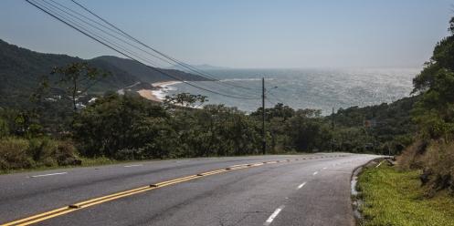 Subidas y bajadas entre playas en la carretera interpraias.