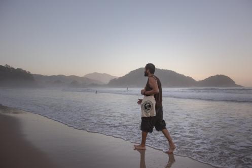 Paseo al final del día en la playa de Cachadaço, Trindade. Foto de Fernando.