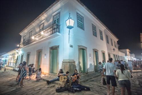 los recuerdan? Nicolas y Manuel tocaron para mi Mediterráneo en las calles de Florianópolis. Ahora me los encuentro en Paraty.