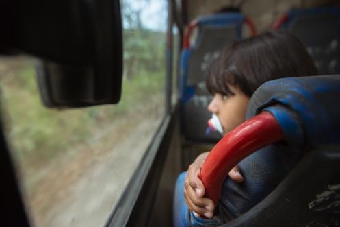 Moverse en autobus es barato, cómodo y te regala instantes como este.