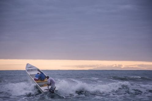 Salir en barco de la playa de Sono no es tarea fácil.