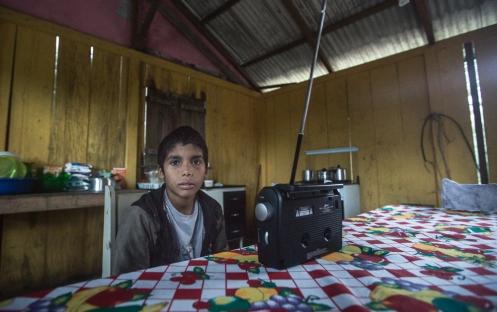 Marcelo con su radio siempre al frente escuchando música.