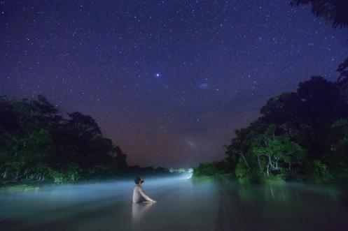 Bañarse de noche aqui, en el agua termal, no se explica con palabras.