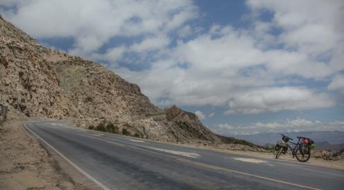 Subiendo al puerto de montaña que separa Cochabamba del altiplano.