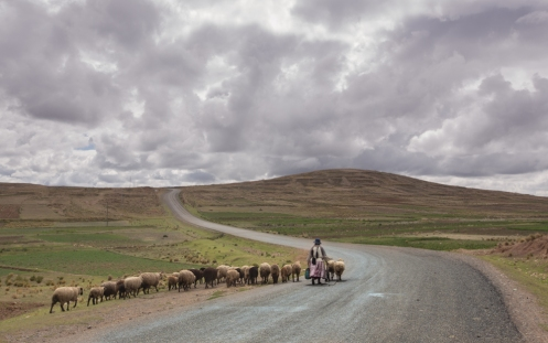 Carreteras rurales que llegan al lago Titicaca.