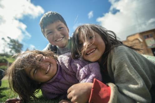 Siempre hay tiempo para disfrutar de la apasionada sonrisa de un niño.
