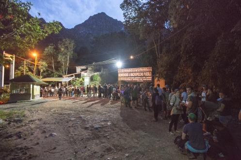 Perece que no soy al único que se le ha ocurrido madrugar para subir con los primeros rayos de luz al Machu Pichu.