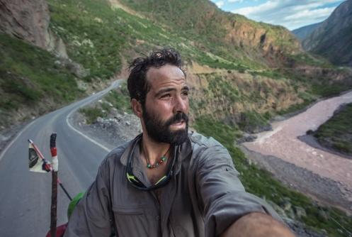 Esta fue la cara que se me quedó cuando vi que la carretera se habia derrumbado y debía cruzar las montañas por un camino de tierra que ascendía por encima de los 4000 metros de altura!