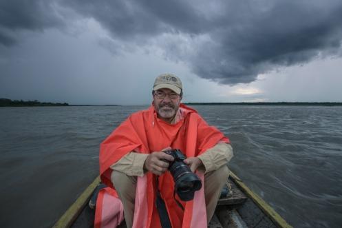 De tal palo tal astilla. Mi padre, Antonio, disfrutando con su cámara de fotos a pesar de los nubarrones.