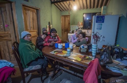 Les pedí poner mi carpoa en su jardin, y terminamos compartiendo historias en la cocina de la casa.