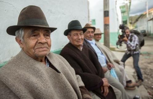 Disfrutamos de las historias de los cuentan  habitantes de Cocuy con dos camaras en la mano y ellos tan felices.
