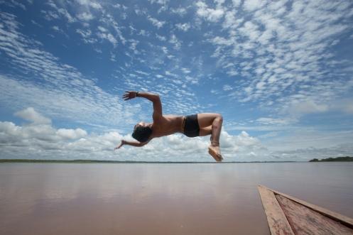 No podía dejar el Amazonas sin darme un baño en sus aguas, a pesar de todos los avisos de peligros, me sumergí en sus aguas con delfines rosas a escasos metros.