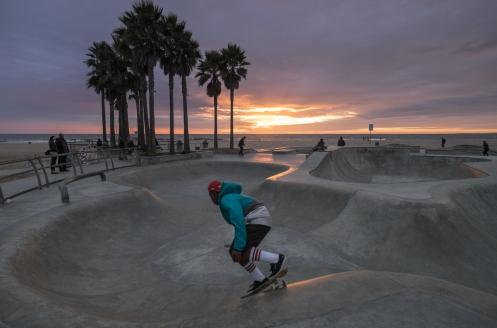 En la playa de Venice, Los Angeles, se disfruta siempre de los atardeceres