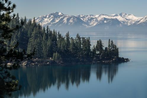 Los alrededores del lago Tahoe son tan perfectos que parecen pintados.