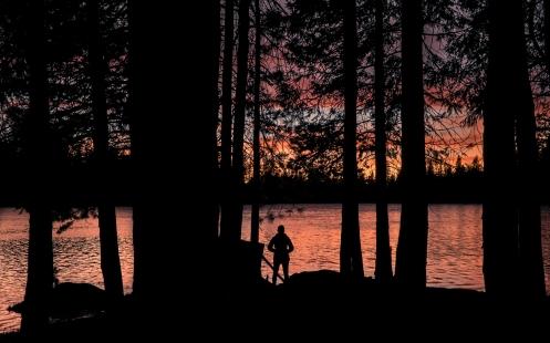 Un pequeño lago, cerca del lago Tahoe, nos sorprende con las luces del atardecer.