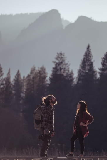 Bea y Álvaro iluminados, en todos los sentidos, en el valle del Yosemite.