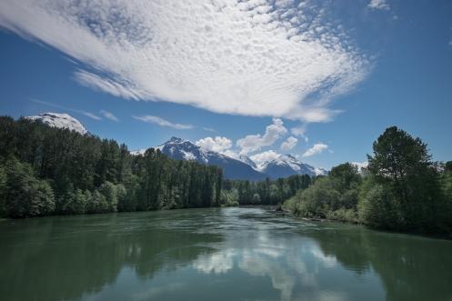 Los ríos bajan enormes por el deshielo de la primera.