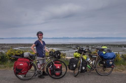 Danny tiene 20 años y viaja en solitario por su país , Canada. Sueña con viajar a muchos sitios, y una noche junto al fuego con ella nos enseña muchas cosas. Su bici es la gemela pequeña de Tatacoa!