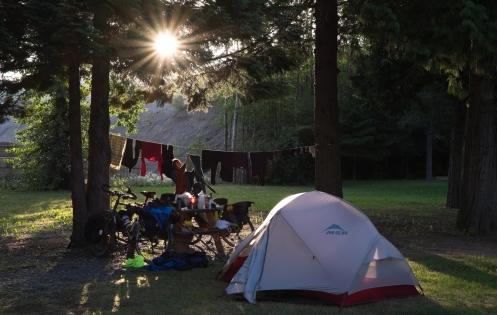 Convertimos este camping de la ciudad de Terrace en nuestro hogar durante tres días en los que aprovechamos para editar videos, escribir, descansar, lavar la ropa, comer pancakes... La siguiente parada en nuestro camino esta a 468 km. donde me encuentro ahora.