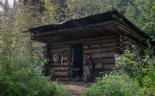 El Gold rush ha dejado mucho restos a lo largo del rio Yukon, las cabañas son algunos de los restos que se mantienen para uso de los viajeros en  la actualidad.