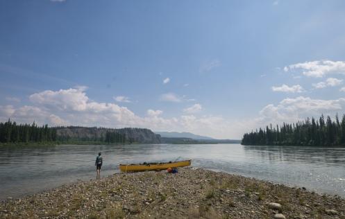 Parada en una isla del río Yukon.