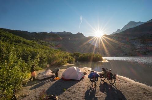Alvaro a llegado a Alaska para terminar de grabar nuestro documental Horizonte Norte. A crecido el campamento.