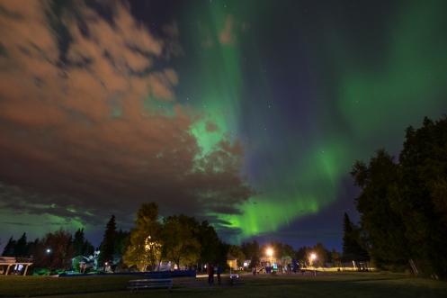 Aurora boreal desde la ciudad de Anchorage.